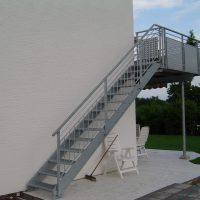 Stahltreppe verz. mit Gitterroststufen